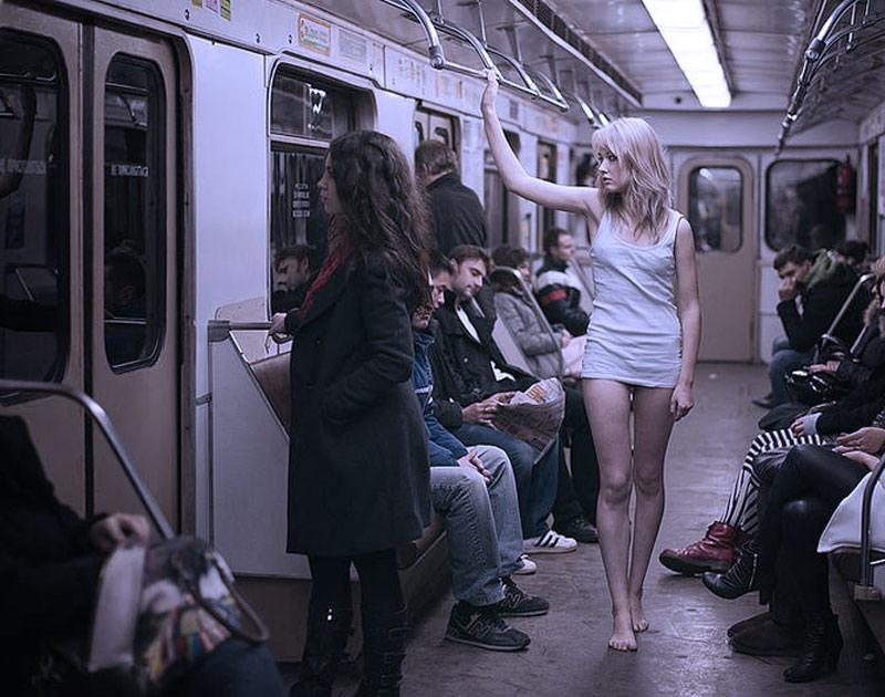 девушка в общественный транспорте без белья нижнего видео