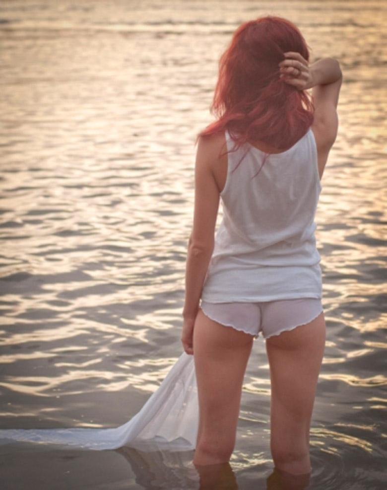 Фото девушка в купальнике со спины брюнетки е фото 55-379