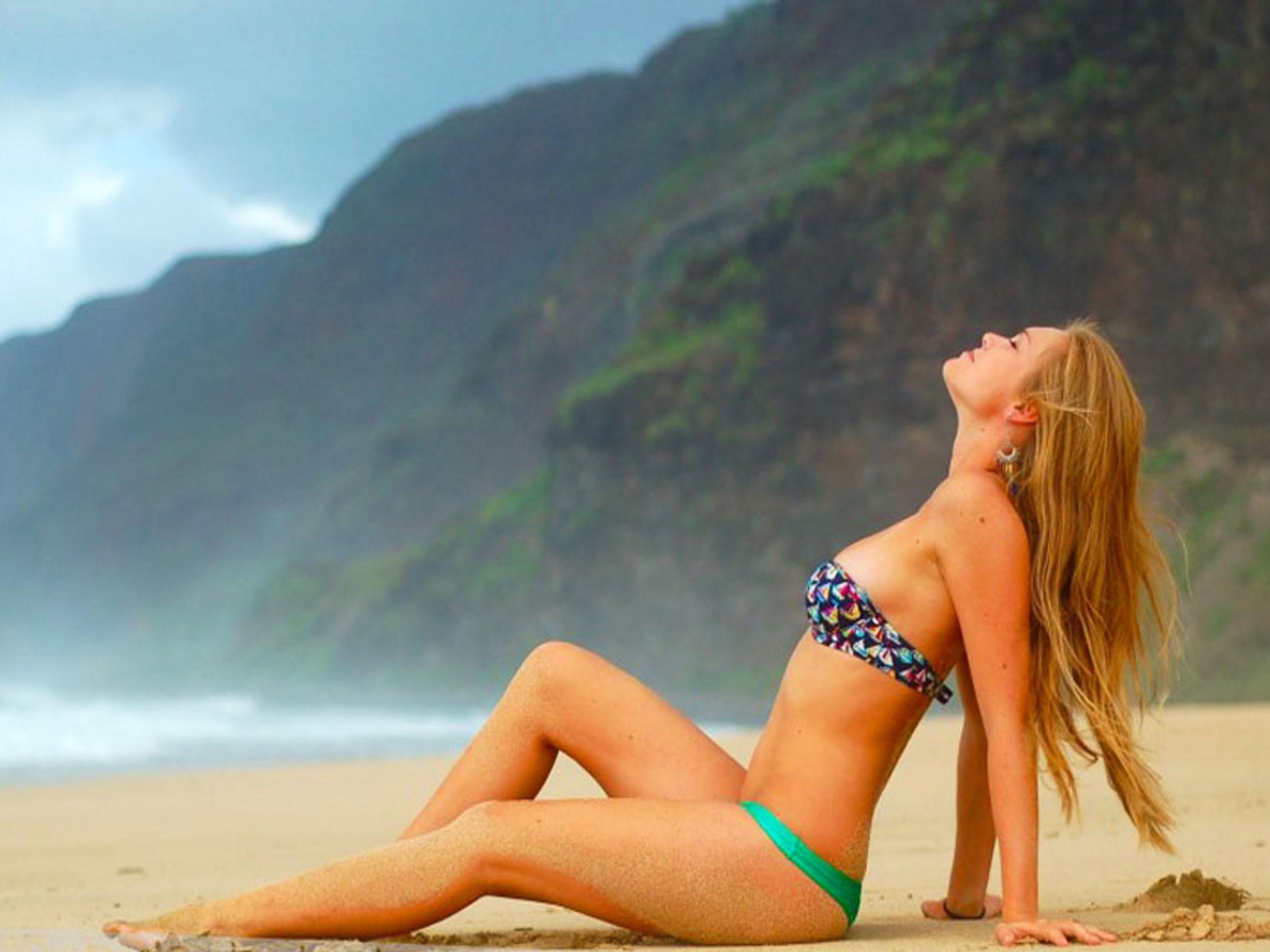 Фото девушек в купальнике на пляже 15 фотография