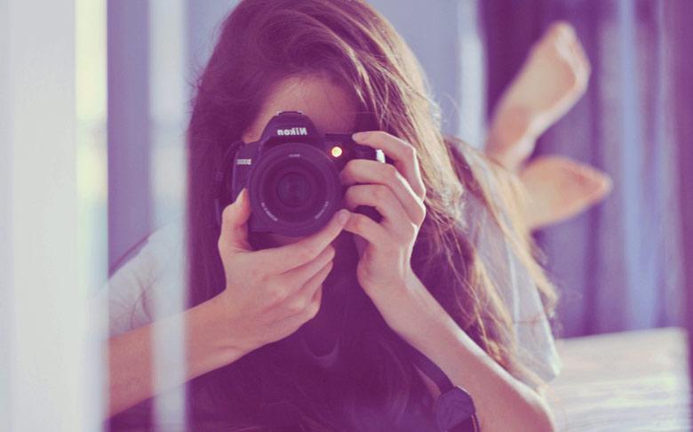 devushka-fotoapparat-kamera-3238