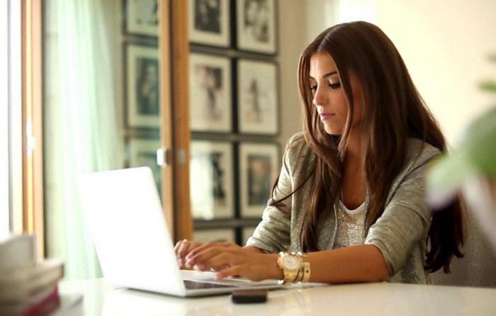 Фото девушек на работе красивые ищу работу в уфе для девушки