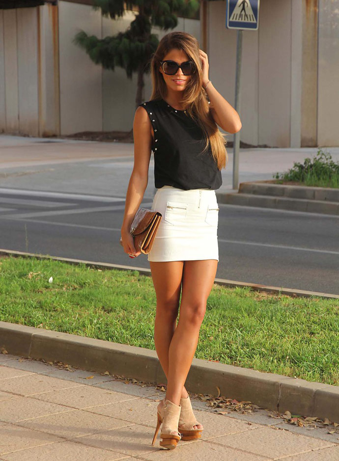 Girls in mini skirt download picture — img 3