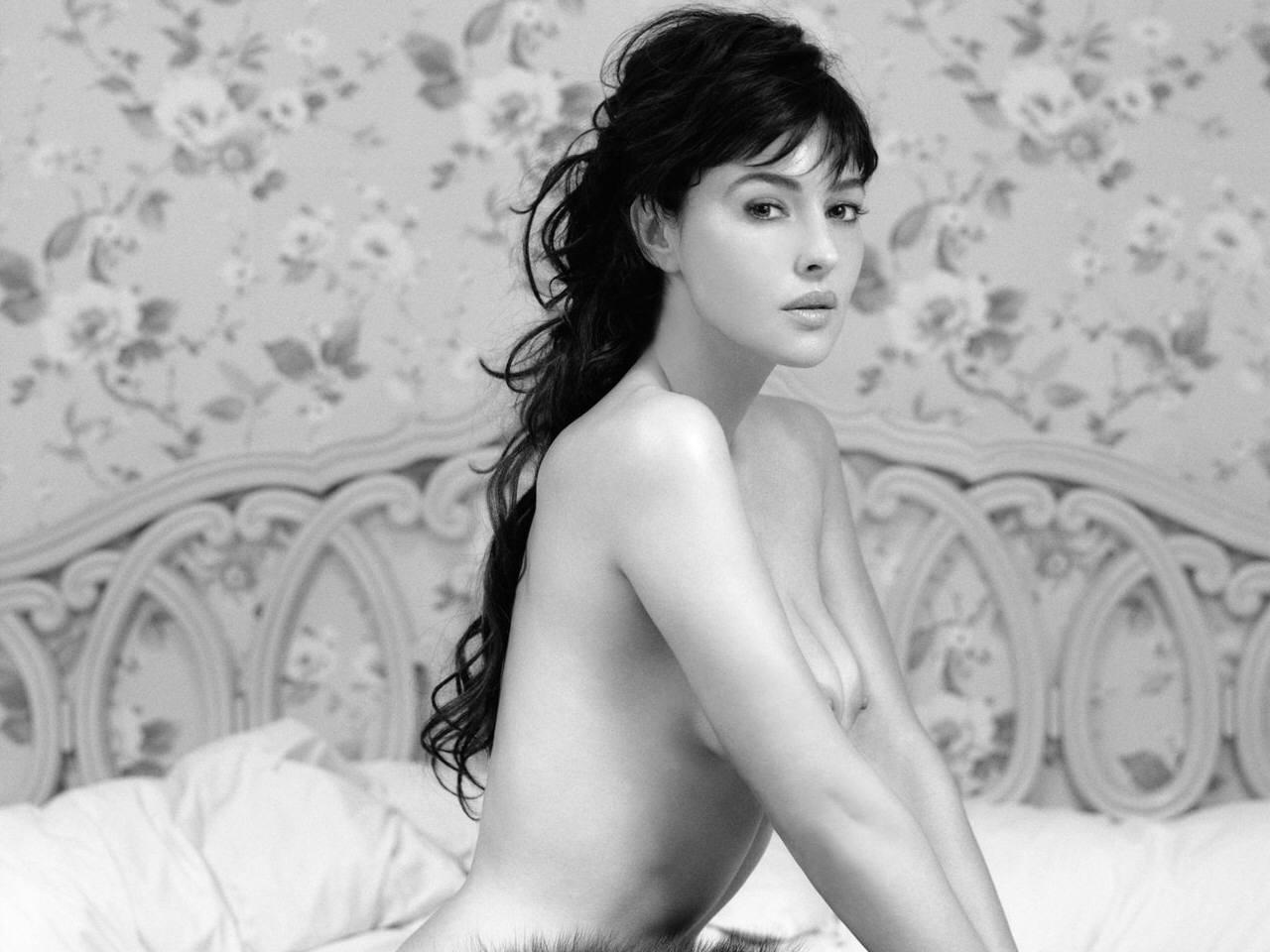 nova-porn-monica-bellucci-hot-boobs-salma